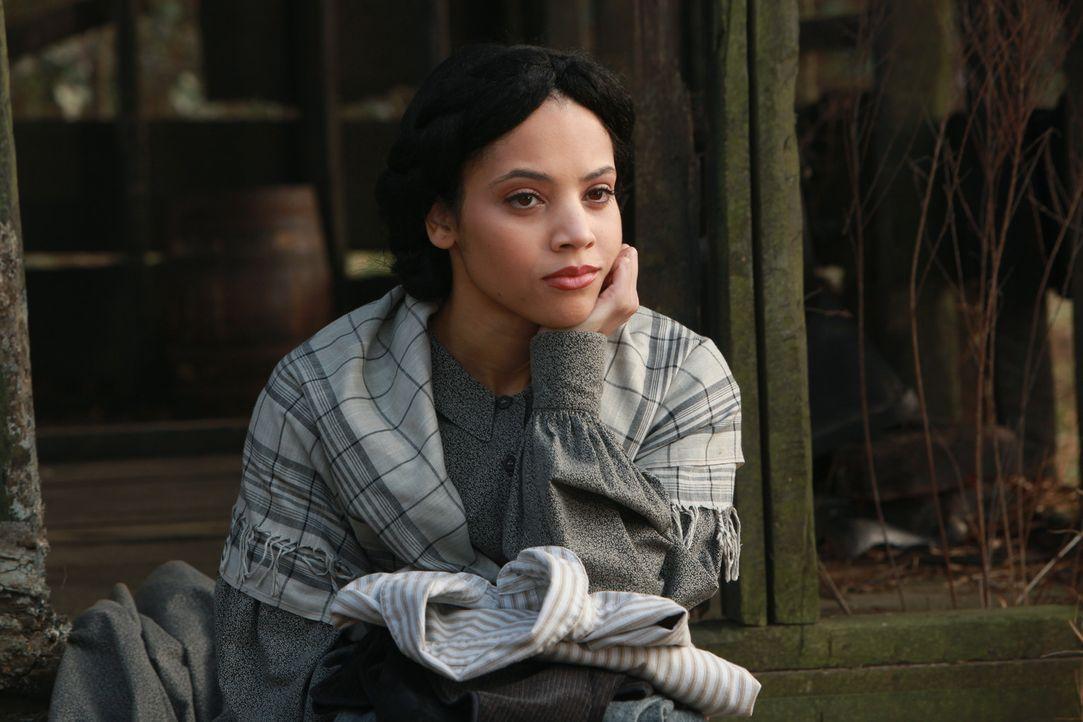 Emily (Bianca Lawson) erklärt Stefan, warum er überlebt hat ... - Bildquelle: Warner Bros. Television