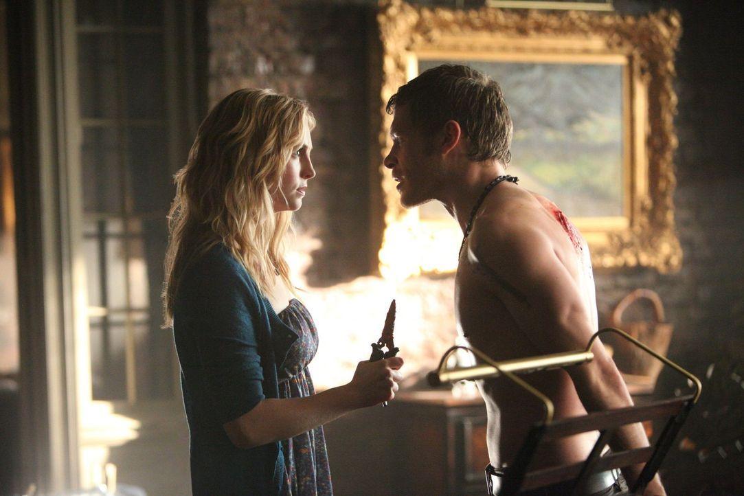 Klaus (Joseph Morgan, r.) muss erkennen, dass Caroline (Candice Accola, l.) nicht die ist, die sie zu sein scheint ... - Bildquelle: Warner Brothers