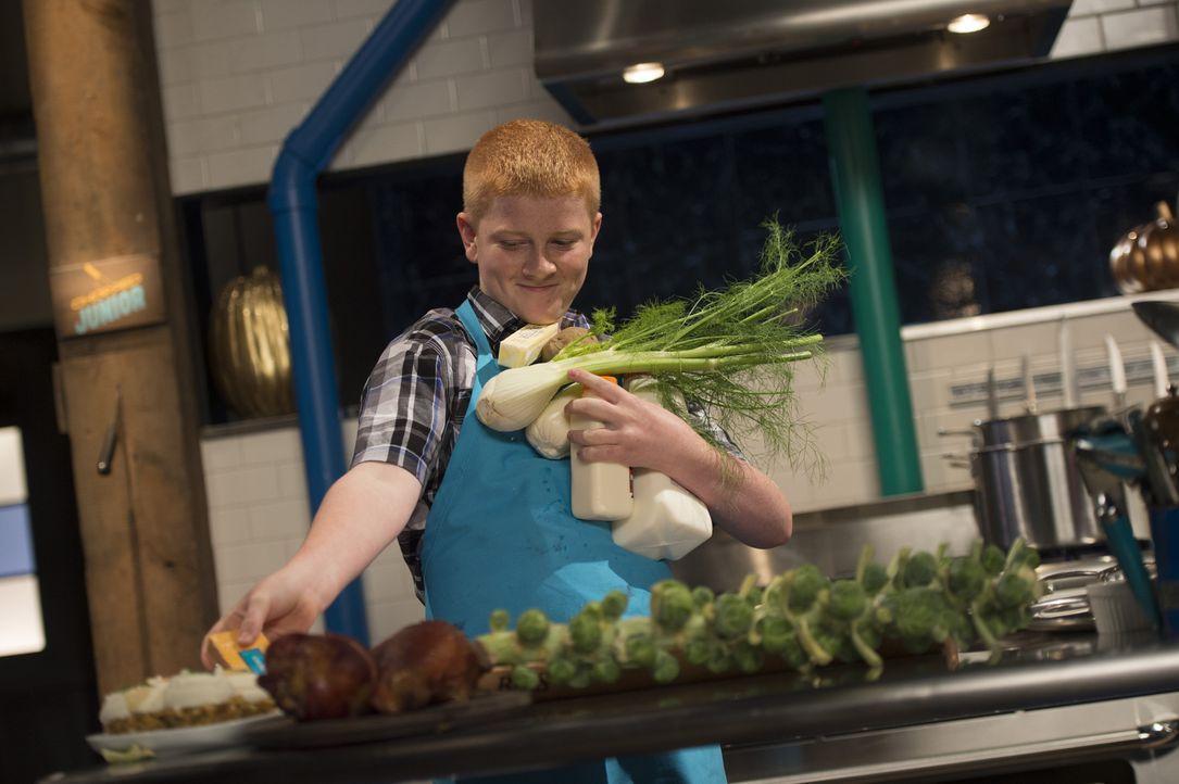 Bei der Hauptspeise muss sich Junior-Koch Daniel mächtig ins Zeug legen: Was wird der kleine Feinschmecker aus Truthahn, Rosenkohl, gefüllten Muffin... - Bildquelle: Scott Gries 2015, Television Food Network, G.P. All Rights Reserved