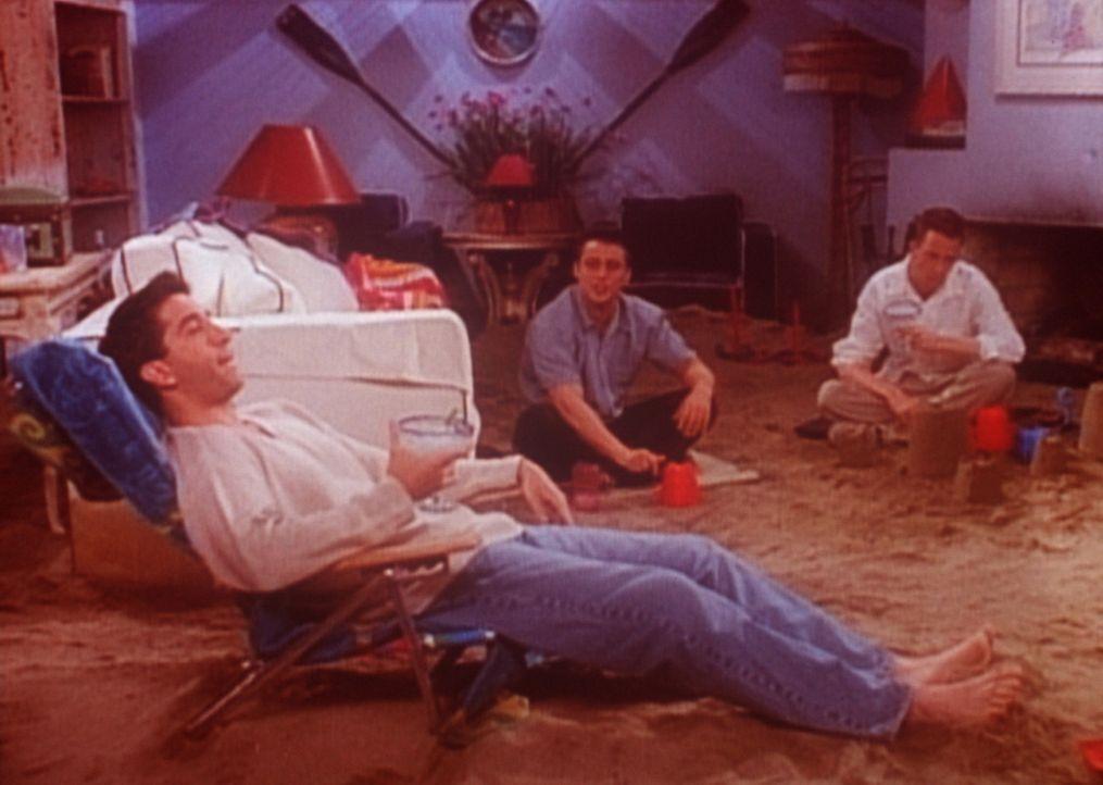 Die Freunde hat es in ein Strandhaus verschlagen. Leider haben sie mit dem Wetter nur Pech und verbingen die Tage im Wohnzimmer. - Bildquelle: TM+  2000 WARNER BROS.
