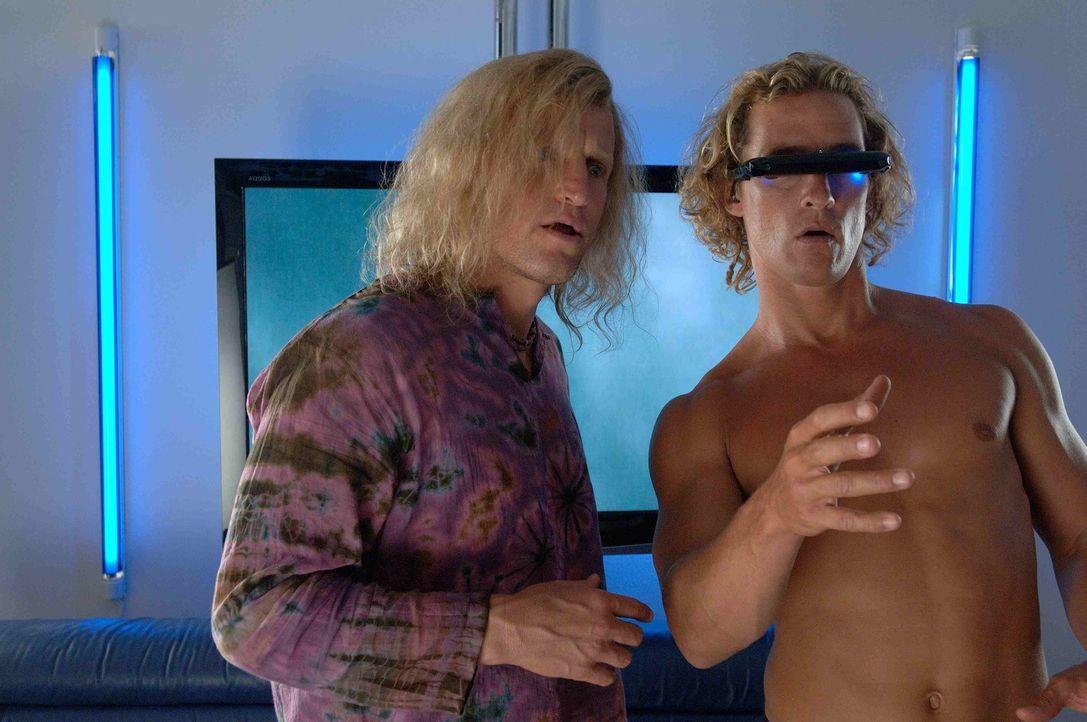 Sein Manager Jack Mayweather (Woody Harrelson, l.) hat Surf-Profi Steve Addington (Matthew McConaughey, r.) geraten, sich an die Fernseh- und Videos...