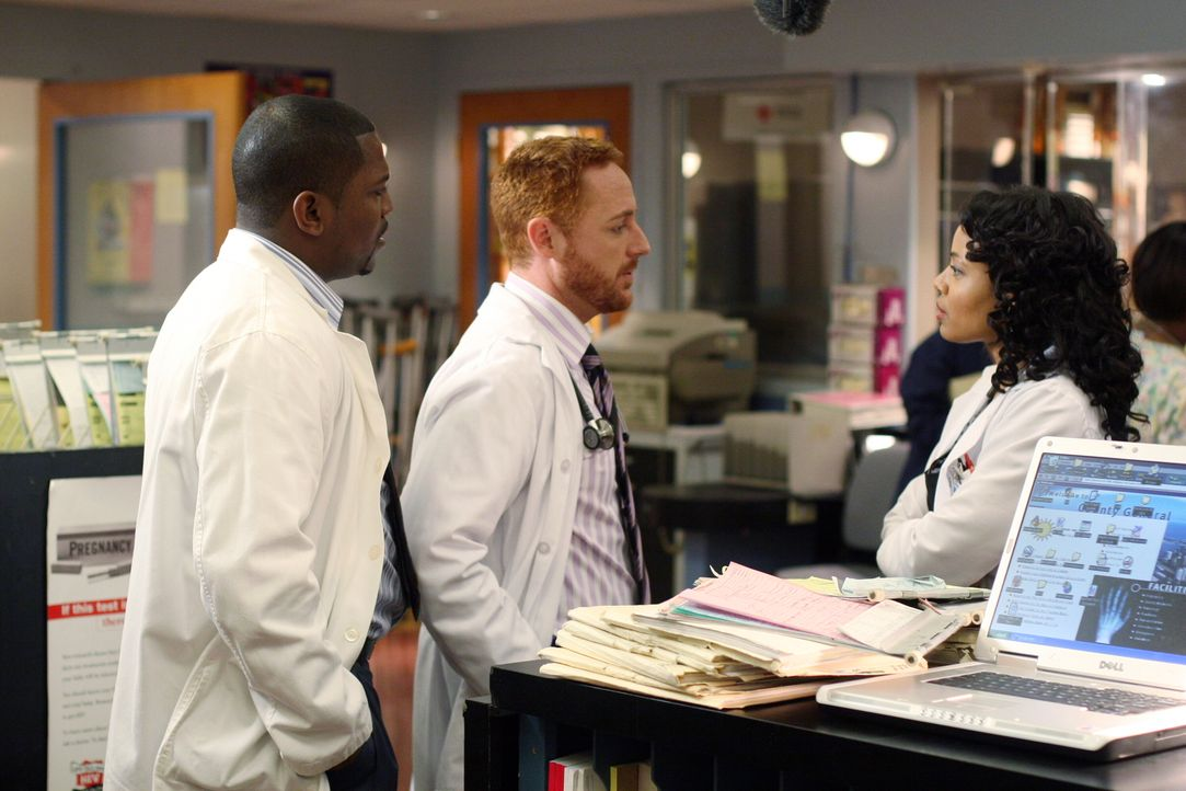 Kämpfen täglich gegen den Tod an: Morris (Scott Grimes, M.), Pratt (Mekhi Phifer, l.) und Betina (Gina Ravera, r.) ... - Bildquelle: Warner Bros. Television