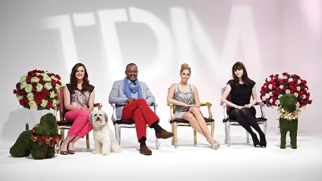 """In """"Top Dog Model"""" entscheiden Addison Witt (2.v.l.), Stacey Solomon (2.v.r.) und Lilah Parson (r.), welcher Vierbeiner als Model im Werbespot des w... - Bildquelle: 12 Yard Productions/ITV"""