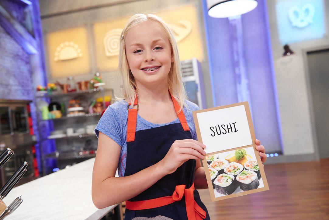 Sushi mal anders: Annika soll Kuchen backen, die aussehen wie Sushi. Kann das gutgehen? - Bildquelle: Eddy Chen 2014, Television Food Network, G.P. All Rights Reserved