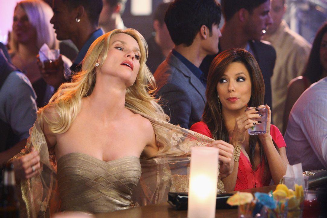 Auch Gabrielle (Eva Longoria, l.) kann sich an Lustiges, das sie mit Edie (Nicolette Sheridan, l.) erlebt hat, erinnern ... - Bildquelle: ABC Studios