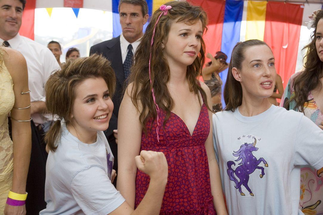 """Zunächst haben Ashley (Amber Tamblyn, M.), Lydia (Mae Whitman, l.) und Truvy (Sarah Hagan, r.) nicht allzu viel Spaß beim traditionellen """"Spring Bre... - Bildquelle: Warner Bros."""