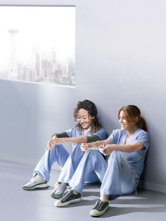(8. Staffel) - Liebeschaos, Streitigkeiten und ein Baby: Cristina (Sandra Oh, l.) und Meredith (Ellen Pompeo, r.) ... - Bildquelle: ABC Studios