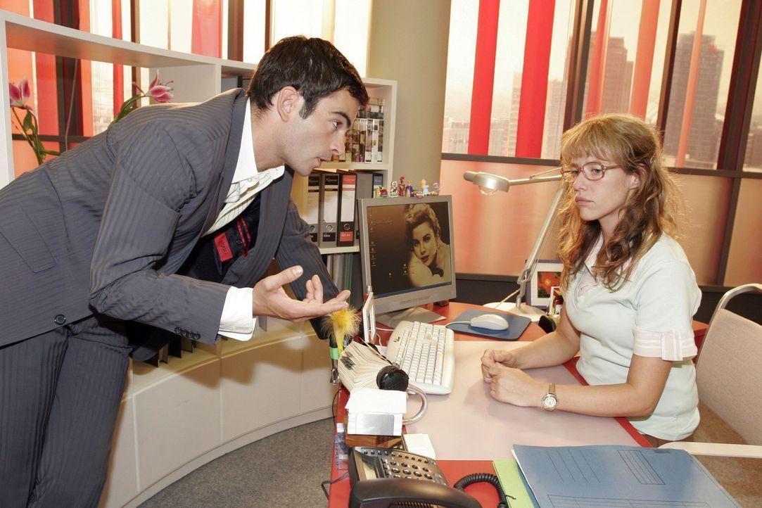 David (Mathis Künzler, l.) regt Lisa (Alexandra Neldel, r.) zum Nachdenken an, als er ihr erklärt, was Männer sich wünschen. (Dieses Foto von Alexan... - Bildquelle: Noreen Flynn SAT.1 / Noreen Flynn