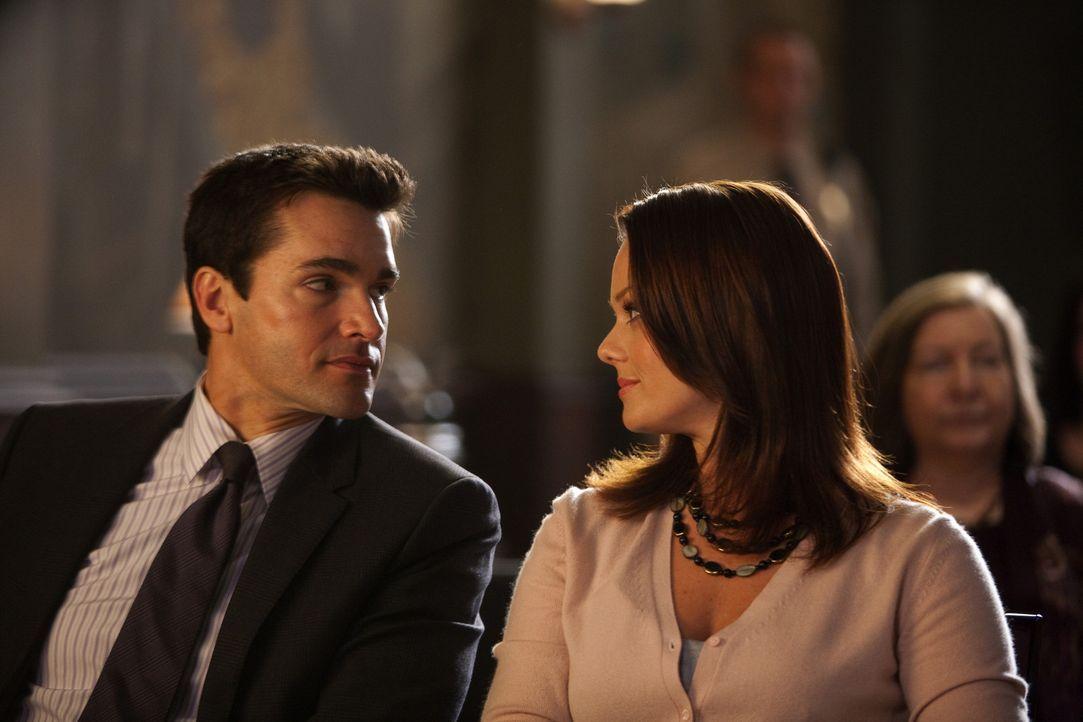 Gemeinsam übernehmen sie einen neuen Fall, was für ihr Privatleben Konsequenzen hat: Kim (Kate Levering, r.) und Grayson (Jackson Hurst, l.) ... - Bildquelle: 2009 Sony Pictures Television Inc. All Rights Reserved.