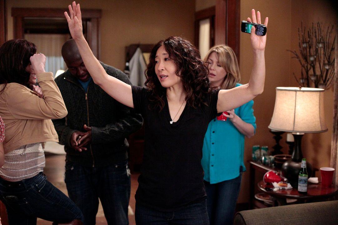Feiert ihre bestandene Prüfung: Cristina (Sandra Oh) ... - Bildquelle: Touchstone Television