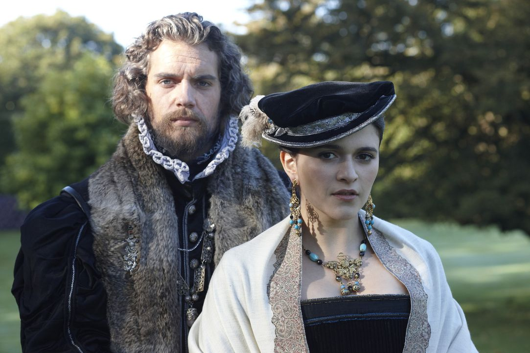 Charles Brandon (Henry Cavill, l.) nimmt Brigitte Rousselot (Selma Brook, r.) zu seiner Mätresse ... - Bildquelle: 2010 TM Productions Limited/PA Tudors Inc. An Ireland-Canada Co-Production. All Rights Reserved.