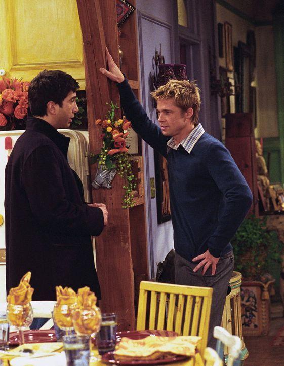 Ross (David Schwimmer, l.) und Will (Brad Pitt, r.) treffen sich nach langer Zeit wieder ... - Bildquelle: TM+  WARNER BROS.