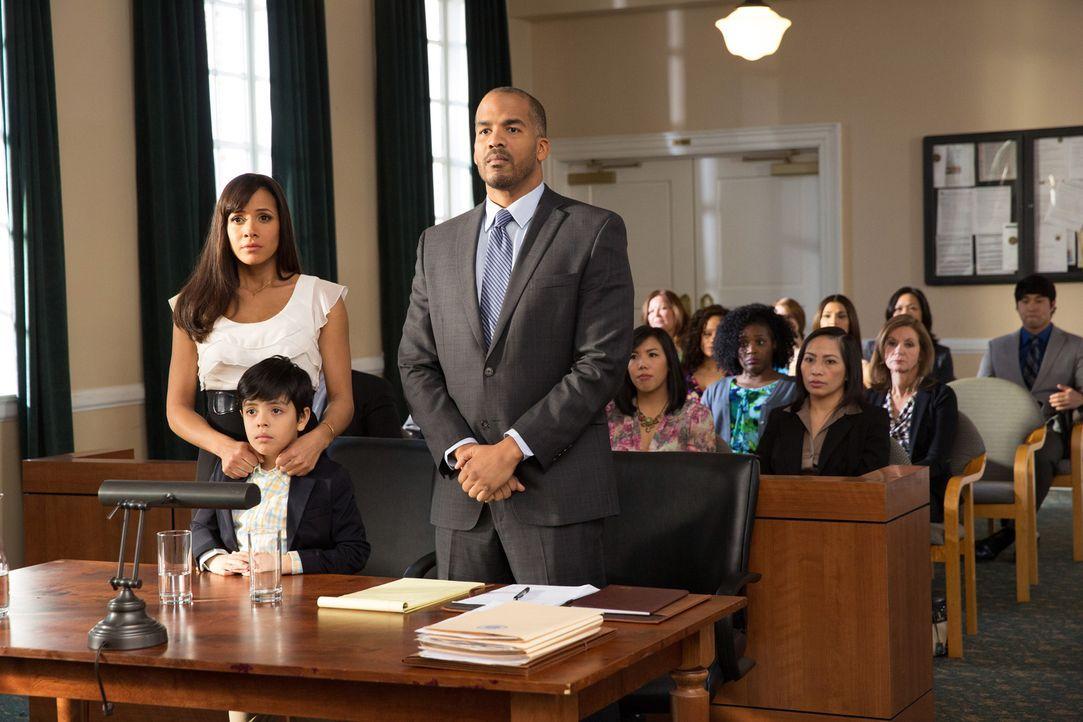 Seit dem die Einwanderungsbehörde auf sie aufmerksam geworden ist, könnte Rosie (Dania Ramirez, l.) zusammen mit ihrem Sohn Miguel (Octavio Westwood... - Bildquelle: 2014 ABC Studios