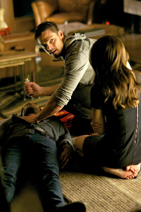 Was haben Cat (Kristin Kreuk, r.) und Vincent (Jay Ryan, M.) mit Gabe (Sendhil Ramamurthy, l.) vor? - Bildquelle: 2013 The CW Network, LLC. All rights reserved.