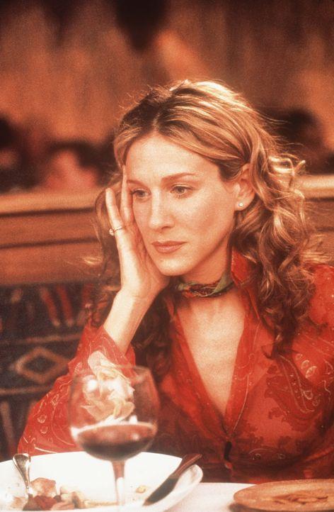 Auch in bester Gesellschaft fällt Carrie (Sarah Jessica Parker) manchmal für einen kurzen Augenblick in ihre schmerzliche Vergangenheit zurück ... - Bildquelle: Paramount Pictures
