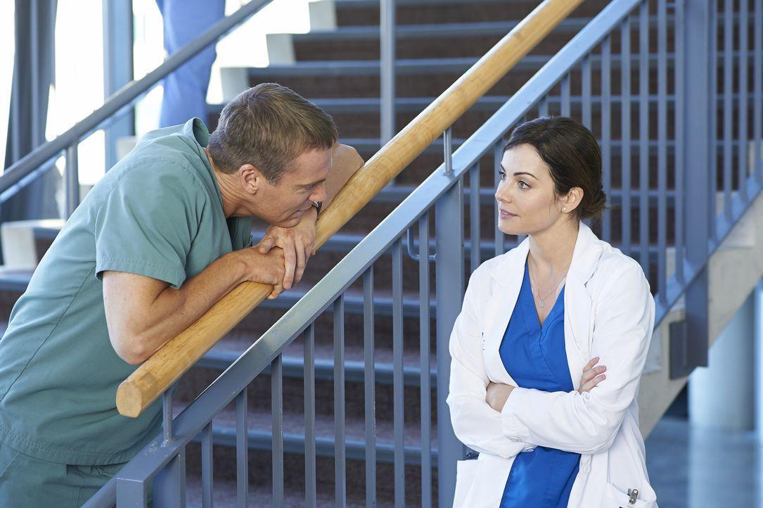 Haben Charlie (Michael Shanks, l.) und Alex (Erica Durcan, r.) doch noch eine Chance auf eine gemeinsame Zukunft? - Bildquelle: 2013  Hope Zee Two Inc.