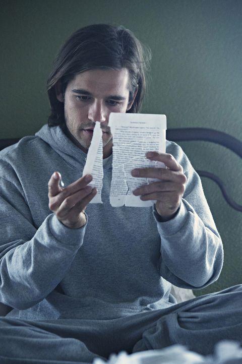 Sucht verzweifelt nach Antworten, nachdem er in einer Nervenheilanstalt aufwacht: Quentin (Jason Ralph) ... - Bildquelle: 2015 Syfy Media Productions LLC. ALL RIGHTS RESERVED.
