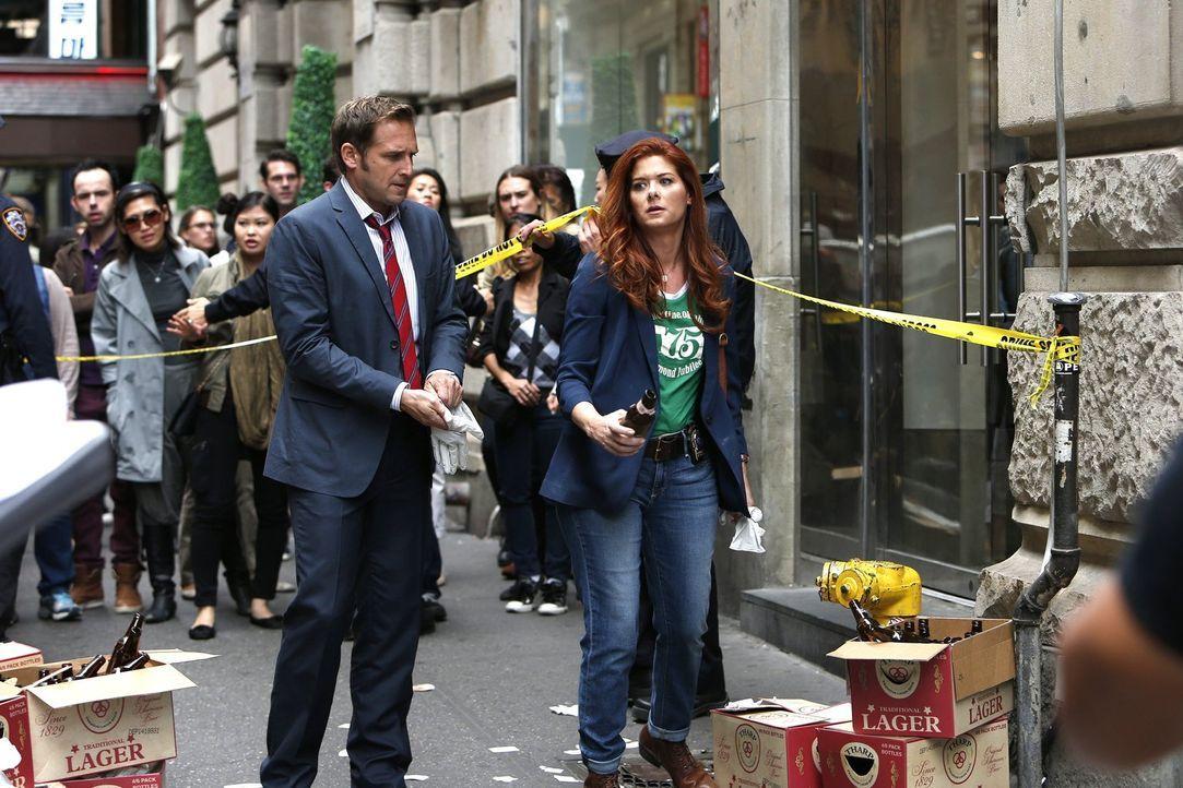 Ein Galerist wurde ermordet. Laura (Debra Messing, r.) und ihr Ex-Mann Jake (Josh Lucas, l.) ermitteln, um den Täter schnellstmöglich zu fassen ... - Bildquelle: Warner Bros. Entertainment, Inc.