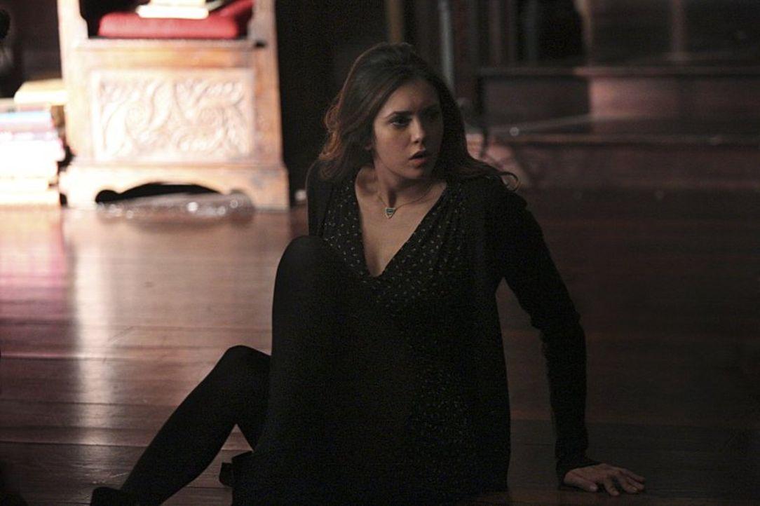 Eigentlich wollte Elena (Nina Dobrev) Bonnie lediglich einen Geburtstagsgruß schicken, doch dann merkt sie, dass ihnen nicht mehr viel Zeit bleibt,... - Bildquelle: Warner Bros. Entertainment, Inc