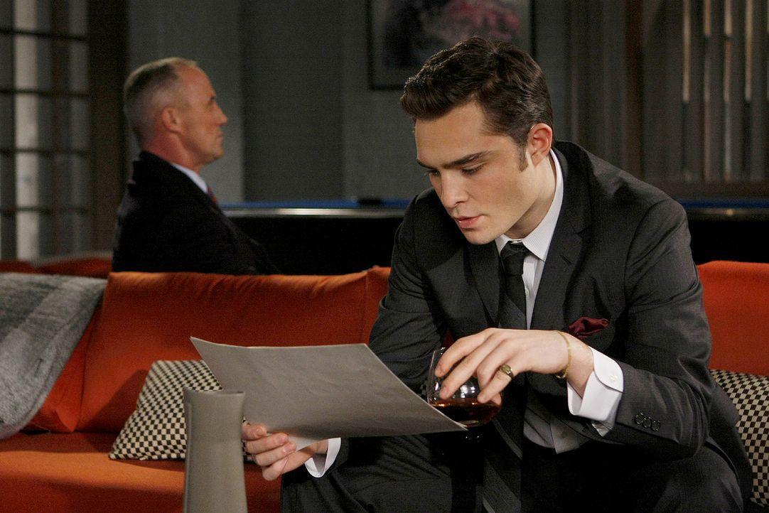 Chuck (Ed Westwick, r.) leidet auch nach Barts (Robert John Burke, l.) Tod noch unter seinen hohen Erwartungen. - Bildquelle: Warner Brothers