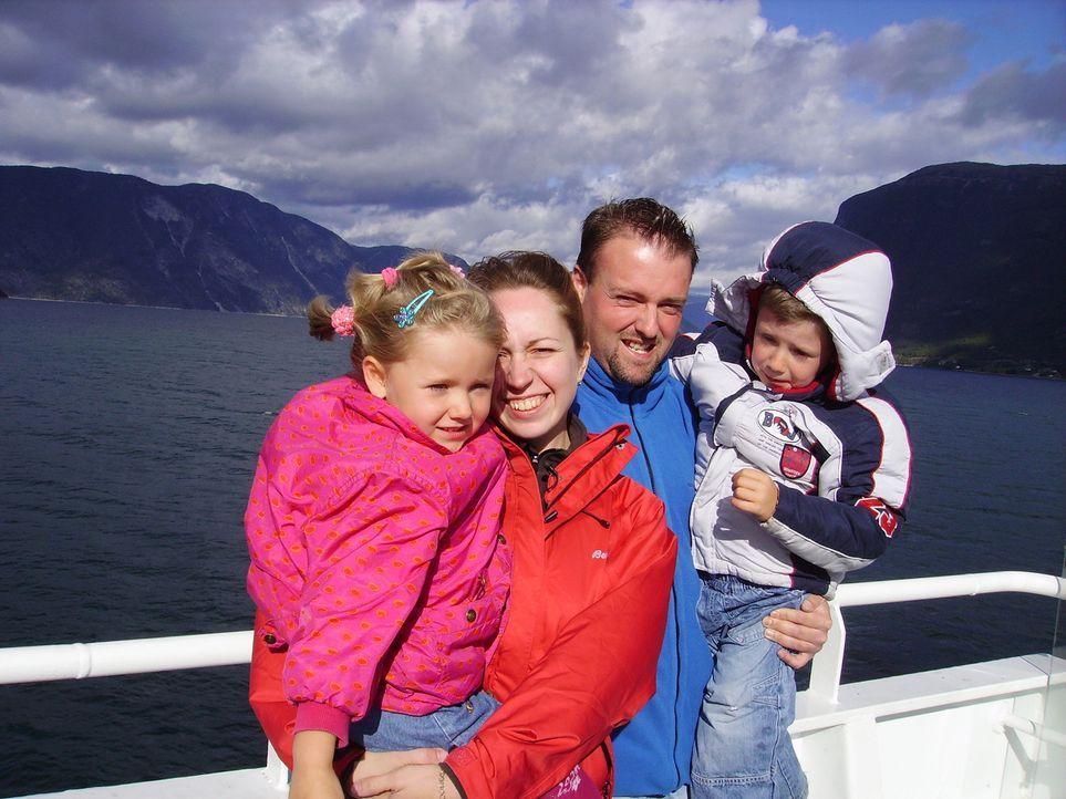 Michael Zerbst und seine Frau Elena haben genug von Deutschland. Gemeinsam mit ihren beiden Kindern Maximilian und Antonia wollen sie ein neues Lebe... - Bildquelle: kabel eins