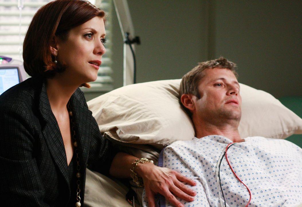 Addison (Kate Walsh, l.) macht sich Sorgen um ihren Bruder Archer (Grant Show, r.), der mit Parasiten im Gehirn ins Seattle Grace eingeliefert wurde... - Bildquelle: Touchstone Television