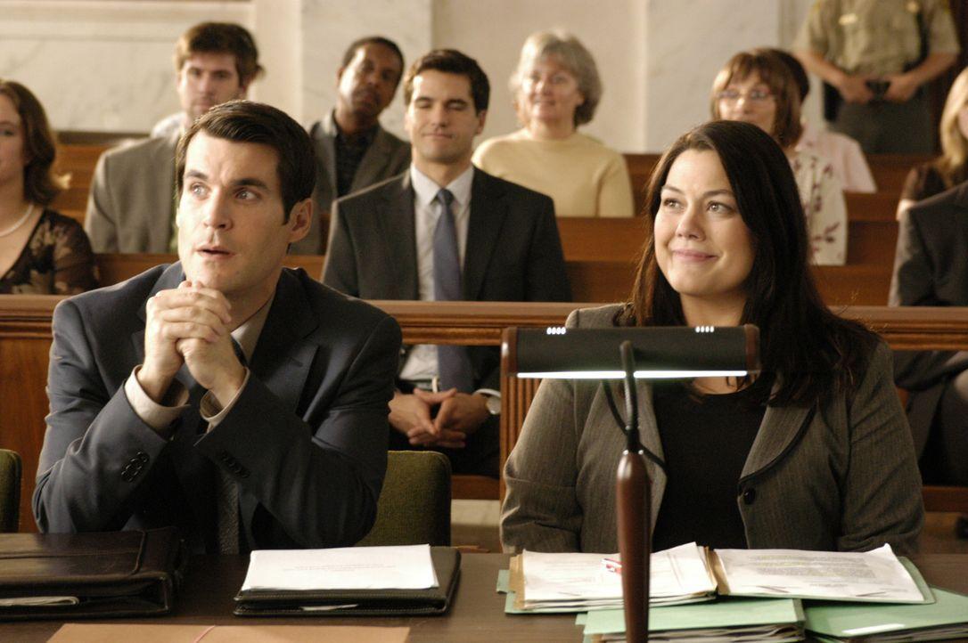 Deb im Körper von Jane (Brooke Elliott, r.) versucht alles, um ihren Klienten Marcus Newsome (Sean Maher, l.) zu helfen ... - Bildquelle: 2009 Sony Pictures Television Inc. All Rights Reserved.
