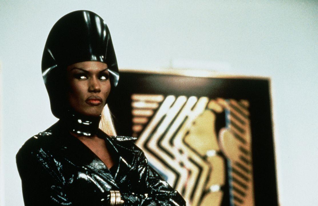 Das männermordene Model Strangé (Grace Jones) hat ein neues Opfer erspäht ... - Bildquelle: Paramount Pictures