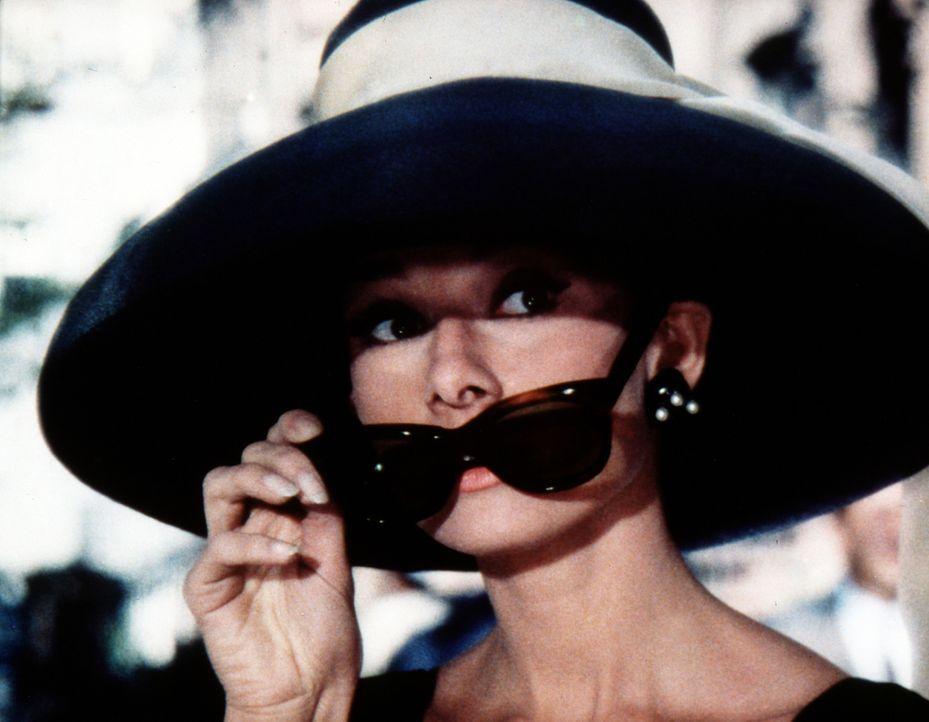 Wie viele andere Frauen auch, ist Holly (Audrey Hepburn) in New York auf der Suche nach einem Millionär ... - Bildquelle: Paramount Pictures