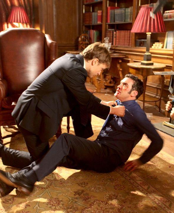 Eigentlich hat sich Cyrus (Jake Maskall, r.) schon auf dem Thron gesehen, doch mit Liam (William Moseley, l.) hat er nicht gerechnet ... - Bildquelle: Helen Vidler 2014 E! Entertainment Media, LLC