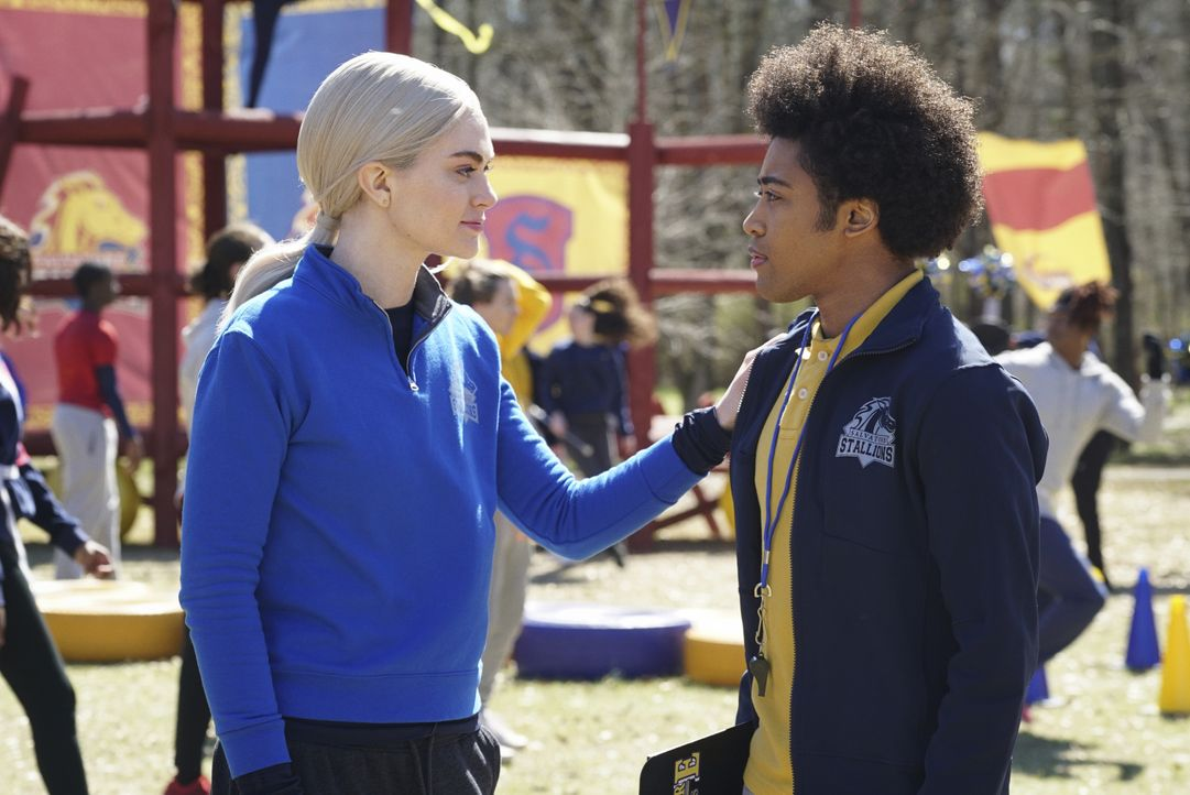 Lizzie Saltzman (Jenny Boyd, l.); MG Greasley (Quincy Fouse, r.) - Bildquelle: 2021 The CW Network, LLC. All rights reserved.