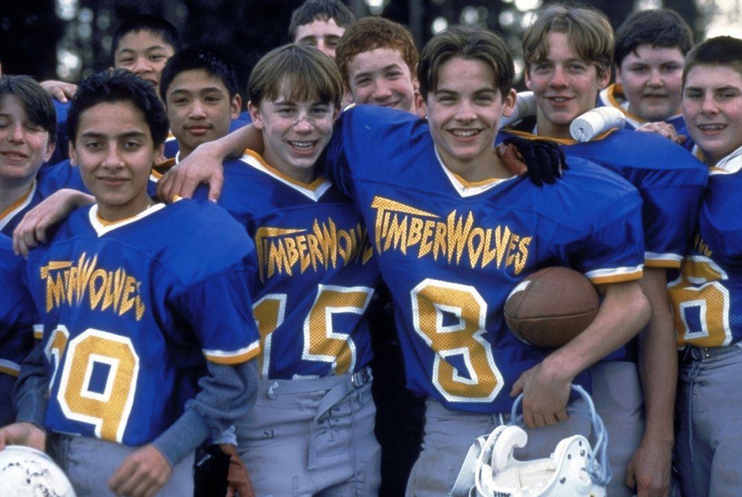Josh (Kevin Zegers, vorne mit Ball) verhilft dem miserablen Footballteam seiner Schule aus der Misere heraus ... - Bildquelle: Alliance