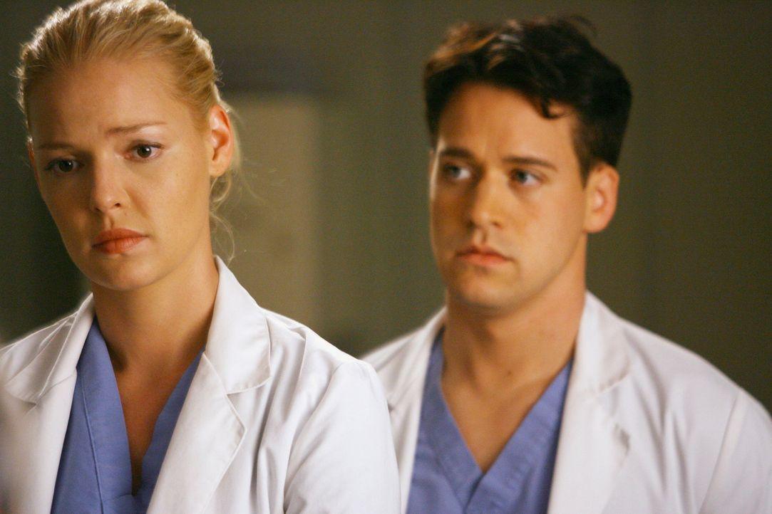 Als Izzie ihrer Chefin Callie eine Frage stellt, teilt diese mit, dass Izzie sich fortan nur noch an Bailey wenden soll und erklärt den erstaunten... - Bildquelle: Touchstone Television