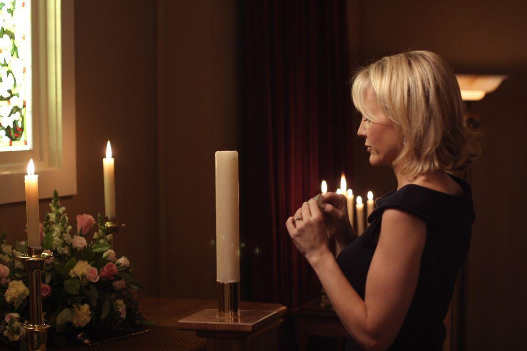Deb (Barbara Alyn Woods) ist völlig verzweifelt. Angeblich leidet Dan an einem Gendefekt ... - Bildquelle: Warner Bros. Pictures