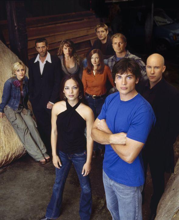 (5. Staffel) - Um sie dreht sich alles in Smallville: (vorne v.l.n.r.) Lana Lang (Kristin Kreuk), Clark Kent (Tom Welling), Lex Luthor (Michael Rose... - Bildquelle: Warner Bros.