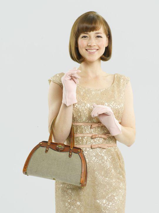 (1.Staffel) - Als kokette Frau von Welt ist sich Colette Valois (Karine Vanasse) für keinen Flirt zu schade ... - Bildquelle: 2011 Sony Pictures Television Inc.  All Rights Reserved.