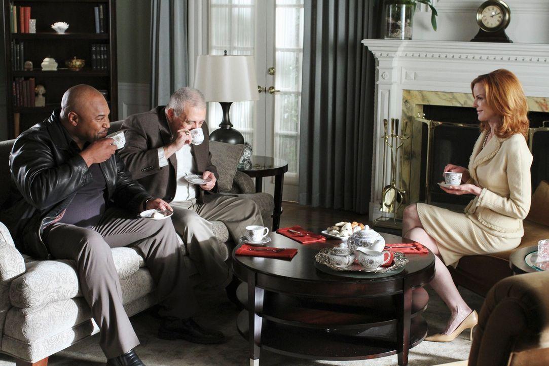 Wird Brees (Marcia Cross, r.) Plan aufgehen, mit Hilfe von Sergeant Clemente (David Reivers, l.) und Detective Turner (Vic Polizos, M.) Sam loszuwer... - Bildquelle: ABC Studios