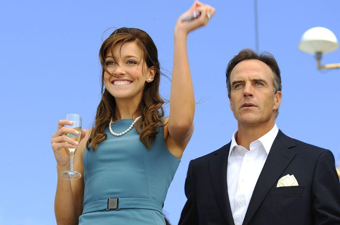 Trish (Katie Cassidy, l.) freut sich auf die Hochzeit mit Traummann Henry. Ihr Vater, Thomas (Richard Burgi, r.), ist alles andere als erfreut über... - Bildquelle: 2009 CBS Studios Inc. All Rights Reserved.