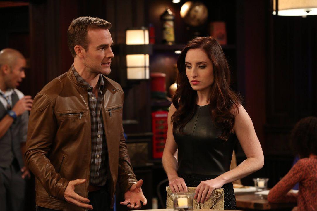 """Als Will (James Van Der Beek, l.) Probleme hat, Frauen anzusprechen, nimmt Kate (Zoe Lister-Jones, r.) ihren Kumpel als """"Wingman"""" unter ihre Fittich... - Bildquelle: 2013 CBS Broadcasting, Inc. All Rights Reserved."""