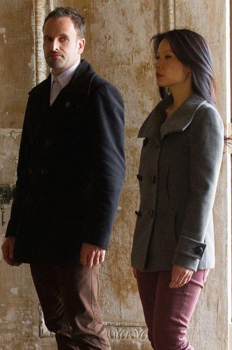 Versuchen den Fall um Moriarty zu lösen: Sherlock Holmes (Jonny Lee Miller, l.) und Joan Watson (Lucy Liu, r.) ... - Bildquelle: CBS Television