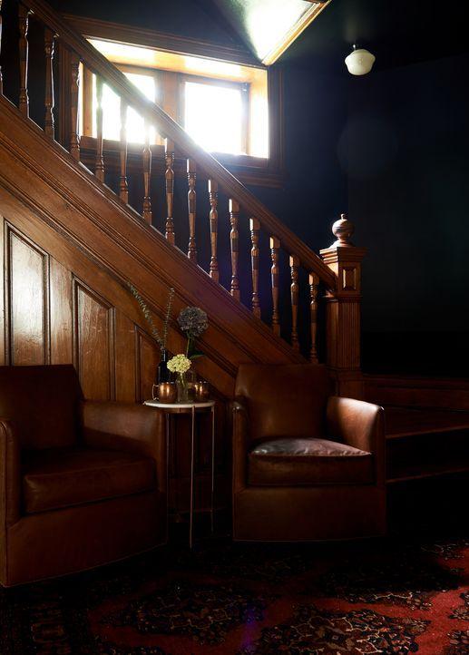 Ziel des Projekts: eine Stiländerung. Aus dem dunklen Haus soll ein helle und freundliche Immobilie werden ... - Bildquelle: 2017, Scripps Networks, LLC. All Rights Reserved.