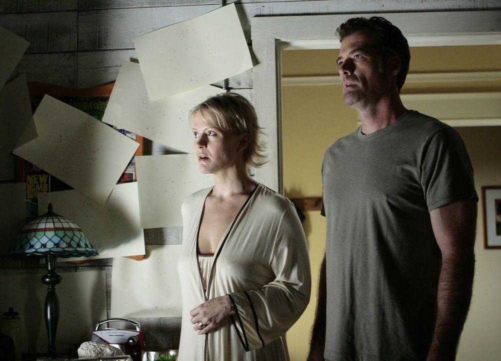 Selbst Nicole (Marguerite MacIntyre, l.) und Stephen (Bruce Thomas, r.) sind fassungslos. Sie wissen nicht, wie sie Kyle helfen können ... - Bildquelle: TOUCHSTONE TELEVISION