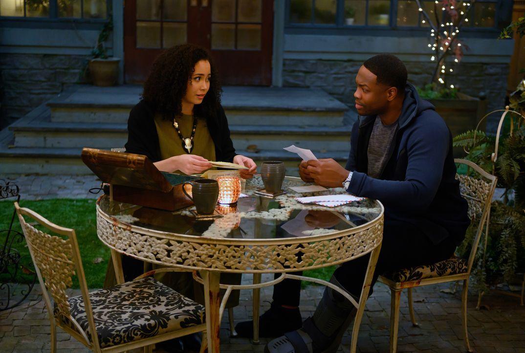 Macy Vaughn (Madeleine Mantock, l.); Galvin Burdette (Ser'Darius Blain, r.) - Bildquelle: Diyah Pera 2019 The CW Network, LLC. All Rights reserved. / Diyah Pera