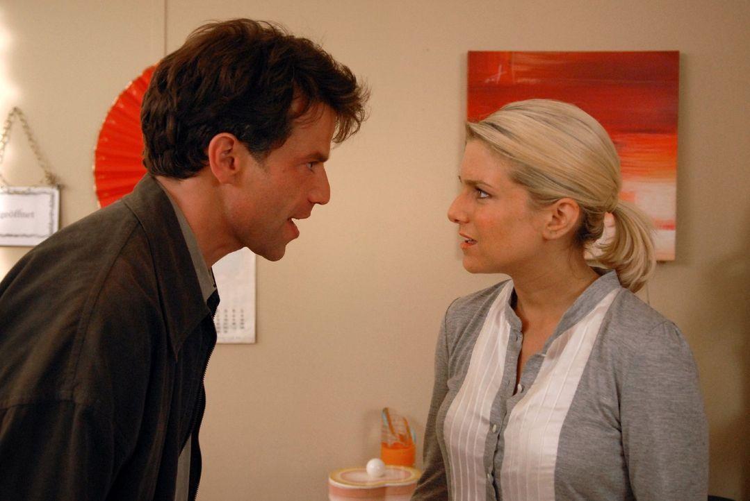 Markus (Johannes Brandrup, l.) hat das Spiel von Claudia durchschaut und glaubt nun, dass die Gefühle von Franziska (Jeanette Biedermann, r.) zu ih... - Bildquelle: Sat.1