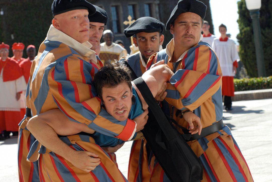 Niemand im Vatikan ahnt, dass Jack (Ian Somerhalder, M.) im Auftrag von Kardinal Battaglia versucht, die Menschheit zu retten ... - Bildquelle: TANDEM COMMUNICATIONS - All Rights Reserved