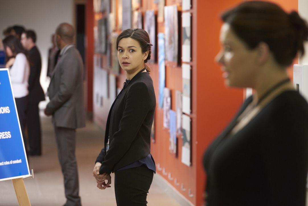 Maggie (Julia Taylor Ross) versucht, Alex die ganze Zeit im Auge zu behalten, nachdem ausgerechnet bei den Examensprüfungen bei ihr die Wehen einset... - Bildquelle: Steve Wilkie 2014 Hope Zee Three Inc.