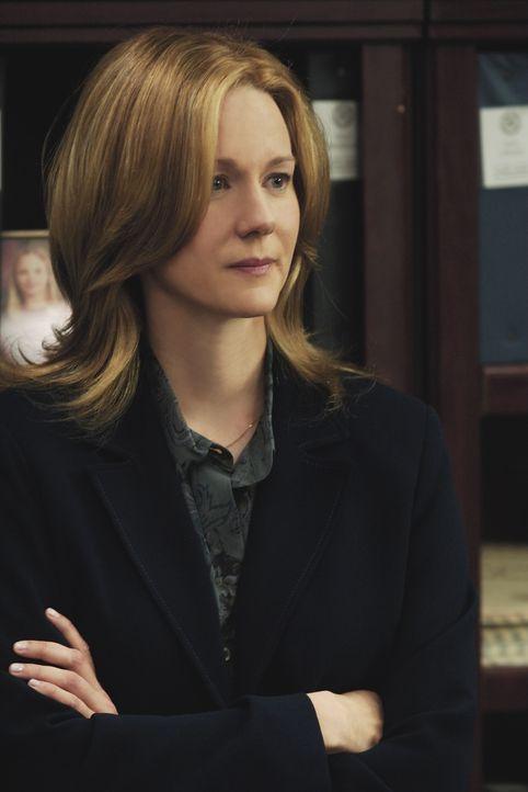 Setzt den unerfahrenen Eric O'Neill auf den vermutlich verräterischen, langjährigen FBI Agenten Robert Hanssen an: Kate Burroughs (Laura Linney) ... - Bildquelle: Universal Pictures