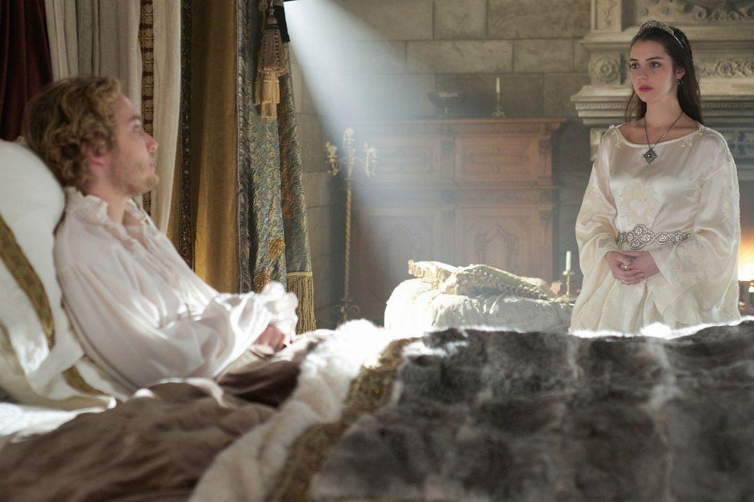 Als Francis (Toby Regbo, l.) wieder erwacht, kommt es zu einem finalen Gespräch zwischen ihm und Mary (Adelaide Kane, r.) ... - Bildquelle: Sven Frenzel 2014 The CW Network, LLC. All rights reserved.
