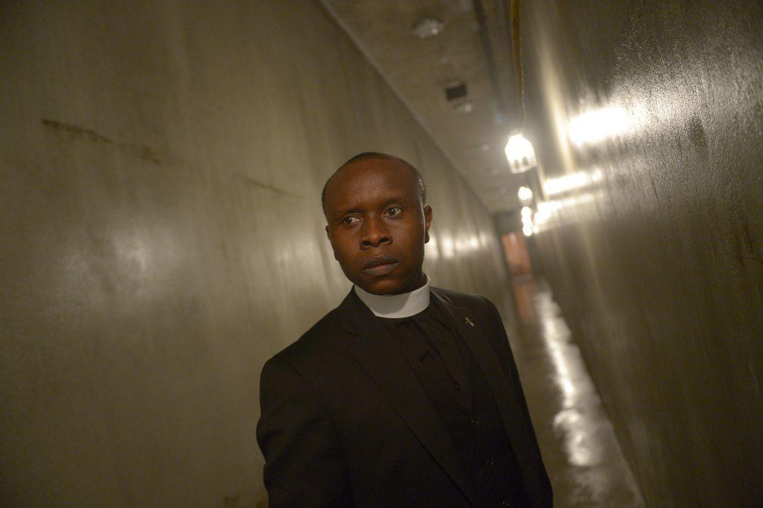 Pater Bennett (Kurt Egyiawan) versucht, die Mitglieder des Vatikans vor der herannahenden Gefahr zu warnen, doch dunkle Mächte stellen sich ihm in d... - Bildquelle: 2017 Fox and its related entities.  All rights reserved.
