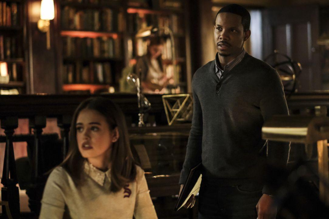 Josie Saltzman (Kaylee Bryant, l.); Dorian Williams (Demetrius Bridges, r.) - Bildquelle: 2020 Warner Bros Entertainment Inc. All rights reserved.